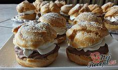 Slinky tečou už jen při dívání. Vynikající křehké odpalované těsto a čokoládová nádivka jsou skvělou volbou potěšit náš žaludek. Pekla jsem je na víkendovou oslavu a byly vynikající :) Autor: Petra Sweet Recipes, Cake Recipes, Eclairs, Pavlova, Nutella, Muffin, Food And Drink, Bread, Snacks