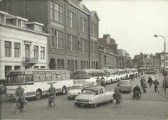 De Zijlweg in Haarlem in de jaren 60. Hier op de hoek met de Zijlsingel stond melkfabriek ''de Sierkan''
