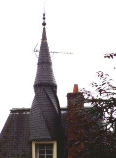 Nogent-sur-Vernisson   Loiret  france Roof Cap, Medieval Houses, Belle Photo, Carpentry, Habitats, Metal Working, Construction, Cottage, Exterior