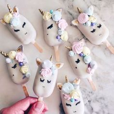 10 Unicorn Wedding Details BC Why Even Grow Up Anyway - creative wedding dessert idea - unicorn cake popsicles {Food by Raymond} Unicorn Cake Pops, Unicorn Cookies, Food Box, Magnum Paleta, Unicorn Wedding, Rainbow Treats, Cake Rainbow, Granita, Unicorn Foods