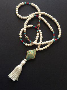 Le chouchou de ma boutique https://www.etsy.com/fr/listing/268053795/long-collier-pendentif-losange-tibetain