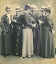 Edwardian Ladies Golfing Outfit - I thought I was wearing a lot of clothes winter golfing this morning - glad I wasn't wearing a long skirt!