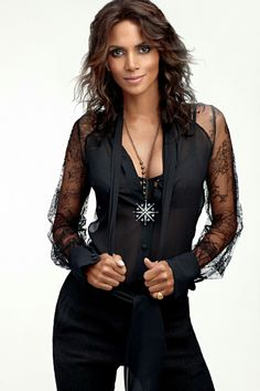Halle Berry still so hot! Halle Berry Style, Halle Berry Hot, Fashion Kids, Fashion Models, Beautiful Black Women, Beautiful People, Pictures Of Halle Berry, Hally Berry, Actrices Hollywood