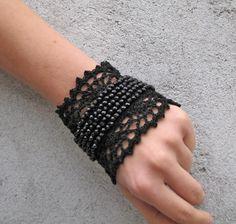 Victorian goth Marie-Antoinette Bracelet manchette noir