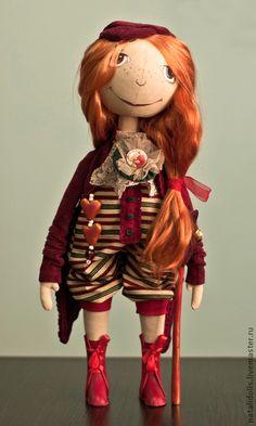 Куколка Amy Pond. Куколка Amy Pond милая девчушка принесет в ваш дом тепло и уют. Выполненна из грунтованного текстиля. Подвеска и трость ручной работы. Стоит самостоятельно. Обувь натуральная кожа.