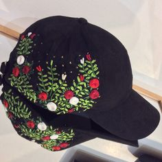 Embroidery Flowers Pattern, Ribbon Embroidery, Flower Patterns, Embroidery Stitches, Embroidered Hats, Brazilian Embroidery, Cute Hats, Easy Quilts, Fabric Painting