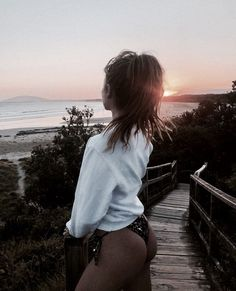 It's late summer urf lesson is free How are you, couple? It's late summer and we're offering free surfing lessons. Summer Pictures, Beach Pictures, Foto Glamour, Summer Goals, Foto Pose, Fitness Workouts, Beach Bum, Summer Vibes, Summertime