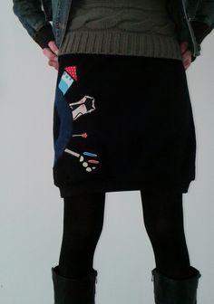 Flísová sukně CESTA Z MĚSTA Originální sukně z hřejivého flísu černá aplikace z pevné bavlny v pase a spodním okraji černé pružné náplety bavlna + elastan Rozměry: pas v klidu cca 2x39cm, pohodlně lze natáhnout na cca 2x46cm boky do cca 2x52cm celková délka i s náplety 48cm Apron, Fashion, Moda, Fashion Styles, Fashion Illustrations, Aprons