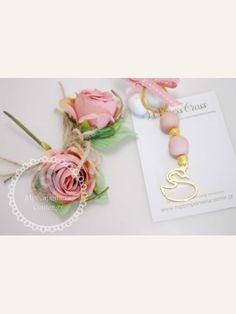 Κέρασμα γέννας μπρελόκ με κύκνο , για κορίτσι σε αποχρώσεις του σάπιου μήλου Flamingo, Place Cards, Place Card Holders, Swan, Diy, Jewelry, Gardening, Party, Flamingo Bird