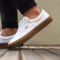 Vans Era (Gumsole) 'True White/Medium Gum' available now Mens Vans Shoes, Vans Sneakers, Skate Shoes, Sneakers Fashion, Fashion Shoes, Vans Men, Trendy Shoes, Casual Shoes, Tenis Vans