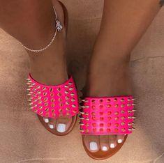 Pink Fashion Casual Rivets Slippers Orange Fashion, Pink Fashion, Fashion Shoes, Style Fashion, Fashion Wigs, Black Booties, Black Shoes, Botines Peep Toe, Boho