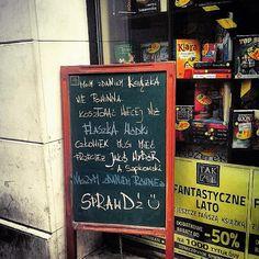 """Polubienia: 281, komentarze: 9 – Tak Czytam (@tak_czytam) na Instagramie: """"Krakowski potykacz 📚☺️😂 zdjęcie @szymon.dworak 💚 #takczytam #księgarnia #ksiegarnia #księgarnie…"""""""