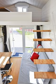 Tiny House: Floating Staircase