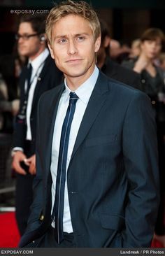 russell howard. funny. adorable. and looks mighty fine in a suit.