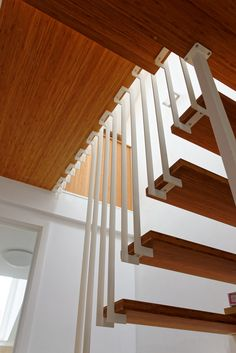 Detail - Jo-a : Hugo Floating Staircase - a challenging stair design in a small space Home Stairs Design, Interior Stairs, Stair Design, Floating Floor, Floating Staircase, Staircase Railings, Stairways, Faux Brick Walls, Stair Detail
