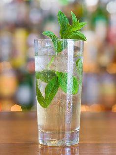 Recipe Hugo Spritz - elderflower, Prosecco, soda & mint