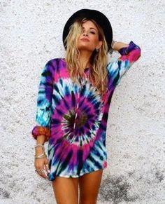 Can tie dye really ever go out of fashion? - Rad Shirt - Ideas of Rad Shirt - Can tie dye really ever go out of fashion? Tie Dye Shirts, Cut Up Shirts, Cheer Shirts, T Shirt Yarn, Party Shirts, Tie Dye Sweatshirt, Tye Dye, Look 2015, Estilo Hippie