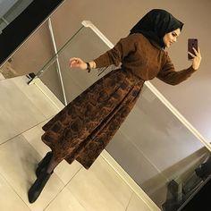 ET skirt - Hijab Clothing Modern Hijab Fashion, Abaya Fashion, Muslim Fashion, Fashion Wear, Modest Fashion, Look Fashion, Fashion Outfits, Stylish Hijab, Hijab Chic