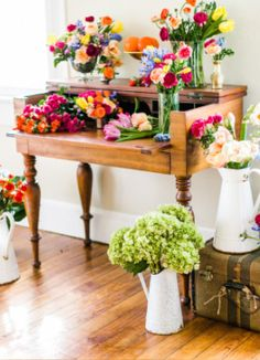 Fill the room with flowers to keep it fresh & vibrant! #BridalShower