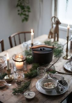 Adding a candle light is the easiest way to create a warm atmosphere during Christmas celebrations. Bohemian Christmas, Christmas Mood, Noel Christmas, Scandinavian Christmas, Rustic Christmas, Simple Christmas, Xmas, Christmas Table Settings, Christmas Tablescapes