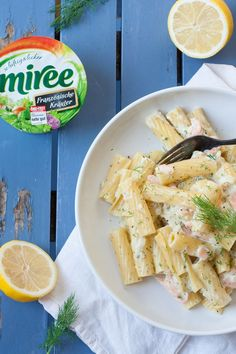 Pasta with cream cheese sauce and smoked salmon - *Leckere Pasta Rezepte* - Yummy Pasta Recipes, Sauce Recipes, Chicken Recipes, Healthy Recipes, Cooking Recipes, Tuna Salad Pasta, Seafood Salad, Dill Sauce For Salmon, Sauce Béarnaise