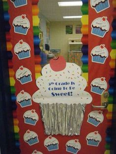 A Sweet Start   29 Awesome Classroom Doors For Back-To-School