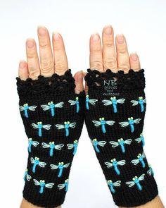Parmaksız Nakışlı Eldiven Modelleri Merhabalar arkadaşlar sizlerin çok beğendiği parmaksız nakışlı eldiven örneklerini sizler için paylaştık. Havaların soğuması ile birlikte kış örgüleri şu sıralar çok ilgi görmektedir.Siz değerli örgü sevenlerden gelen talepler üzerine birbirinden güzel parmaksız nakışlı eldiven modelleri aşağıda paylaştık. Bu güzel eldiven modellerini yapacak olan arkadaşlara kolay gelsin. Çok yakın zamanda videolu olarak …