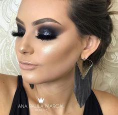 MAQUIAGEM DE FESTA OLHO PRETO ESFUMADO Black Eye Makeup, Dramatic Eye Makeup, Formal Makeup, Glam Makeup Look, Fall Makeup Looks, Simple Eye Makeup, Smokey Eye Makeup, Makeup Inspo, Makeup Inspiration