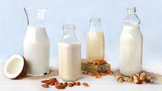 Hoje eu faço um post especial sobre leites vegetais. Há quem acha que só existe um único tipo de leite vegetal, o de soja, mas não é bem assim não. Assim como existem diversos tipos de leites de origem animal como o de vaca, cabra, búfala, entre outros. Existem também diversos tipos de leites de origem vegetal, como de arroz, nozes, amendoim, aveia, semente de girassol, entre outros. Os que eu fiz pra mostrar para vocês é o de coco, amêndoas, castanha de caju e castanha do Pará. Os leites…