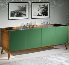 O buffet é uma peça que agrega muita elegância a casa. Que tal se inspirar e deixar a sua casa tão sofisticada quanto esta?    #decoração #design #madeiramadeira