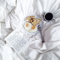 Breakfast in bed #pleasures