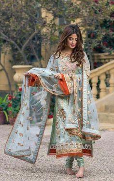 Latest Lawn Styles for Bridal Wedding Dresses, Party Wear Dresses, St… Beautiful Pakistani Dresses, Pakistani Formal Dresses, Pakistani Fashion Party Wear, Pakistani Wedding Outfits, Pakistani Dress Design, Latest Pakistani Fashion, Dress Indian Style, Indian Fashion Dresses, Indian Designer Outfits