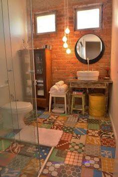 A velha história de combinar cerâmicas variadas pra revestir de decorar espaços.