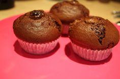 Kondensuoto pieno stebuklai: šokoladiniai keksiukai (arba pyragas) - Beatos virtuvė