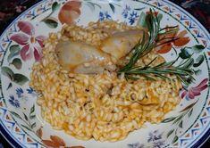 Risotto alla sbirraglia, una classica ricetta veneta: pollo cotto in umido a cui si aggiunge il riso, un ottimo piatto unico, facile ed economico.