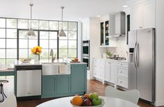 See wonderful design options for your home with the Frigidaire Inspiration Gallery. Redesign or remodel your home with these wonderful ideas from Frigidaire! Design Your Kitchen, New Kitchen, Kitchen Redo, Küchen Design, Tile Design, Design Ideas, Frigidaire, Side By Side Refrigerator, Built In Dishwasher