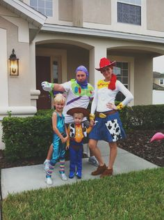 Buggie and Jellybean: Halloween family Toy Story #halloween #toystory #family #costume #jessie #buzzlightyear #woody... Where's the horse?