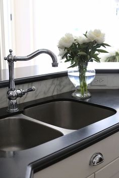 Honed granite Countertop with stainless steel sink and polished nickel faucet. Kitchen Honed granite Countertop with stainless steel sink and polished nickel faucet #Honedgranite #Countertop #stainlesssteelsink #polishednickelfaucet Home Bunch's Beautiful Homes of Instagram @cambridgehomecompany