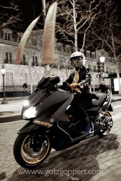 yamaha t-max by Götz Göppert, via Behance