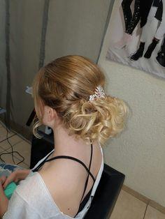Abschlussball hairstyle