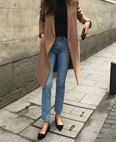 chic fall outfit with a long camel coat Jean Outfits, Fall Outfits, Casual Outfits, Casual Friday Work Outfits, Casual Fridays, Casual Chic, Camel Coat Outfit, Black Flats Outfit, Long Coat Outfit