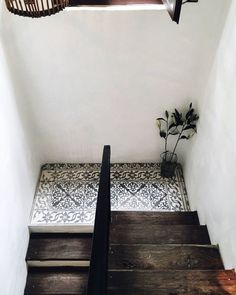 Stairs with a combination of wood and tiles