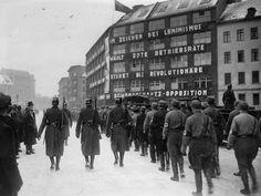 wazzup2!Aufmarksch der Nationalsozialisten vor dem Karl-Liebknecht-Haus im Winter 1933