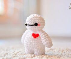 llavero Baymax Big Hero 6 Knitting For BeginnersCrochet For BeginnersCrochet PatternsCrochet Amigurumi Crochet Kawaii, Crochet Diy, Crochet Crafts, Yarn Crafts, Crochet Projects, Doilies Crochet, Tutorial Crochet, Decor Crafts, Crochet Animal Patterns