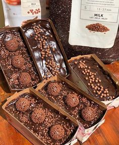 Chocolate Pictures, I Love Chocolate, Chocolate Lovers, Bolo Chocolate, Yummy Snacks, Delicious Desserts, Snack Recipes, Yummy Food, Dessert Boxes