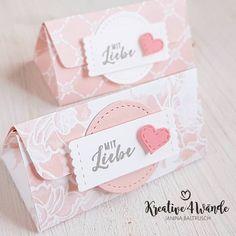 Altes trifft auf neues mit dieser kleinen Dreiecksbox. #kreative4wände #Stampinup30 #stampinup #stampinupdemonstrator #stampinupdemo… Halloween Taschen, Shopping Bag Design, Diy And Crafts, Paper Crafts, Creative Box, Halloween Treat Bags, Cute Box, How To Make Box, Punch Board