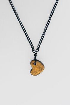 Фарфоровое сердце на цепочке. Black chain with porcelian heart. Handmade