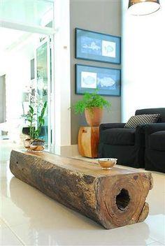 Mesa feita de um tronco velho. ADORO!  Veja mais em http://www.comofazer.org