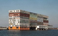 architecture contemporaine : immeuble-containers, Amsterdam, Hollande