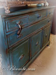 Olive base layer, and then a mix of Napoleonic Blue & Florence and finished with Dark Wax